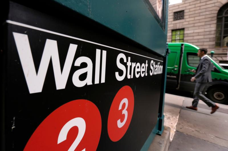US Futures Halted; Wall Street Seen Slumping
